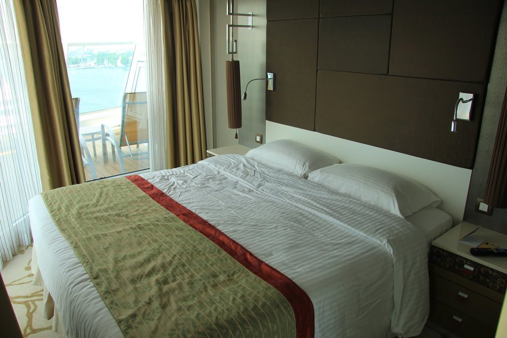 decorum cruise ship staterooms